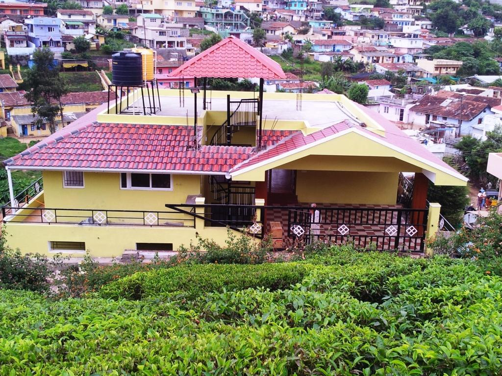 3 Bed Rooms GuestHouse OOTy  Coonoor.Entire House