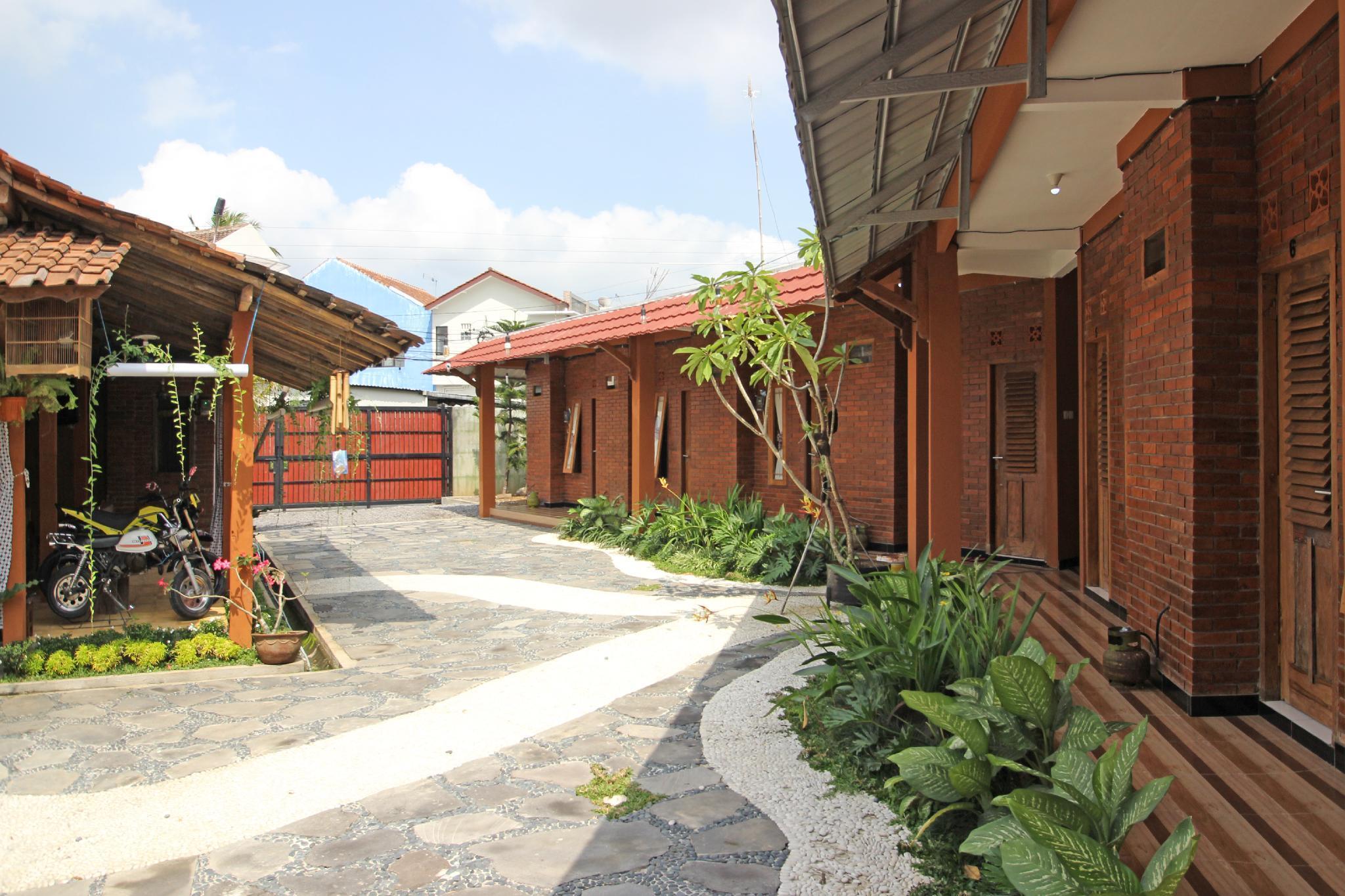 RedDoorz Near Akmil Magelang
