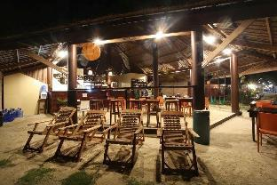 picture 5 of Jonas & Twins Resort