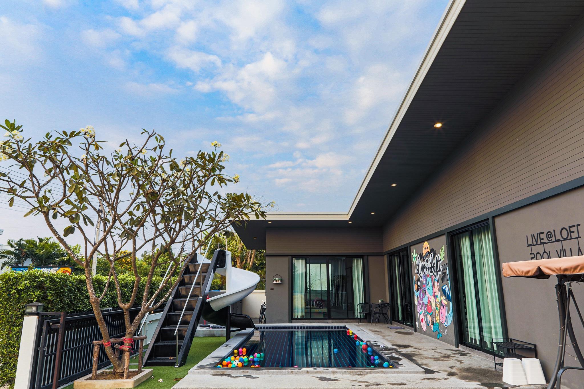 Live @ Loft Pool Villa Huahin