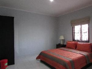 Guest House Roemah Nenekoe