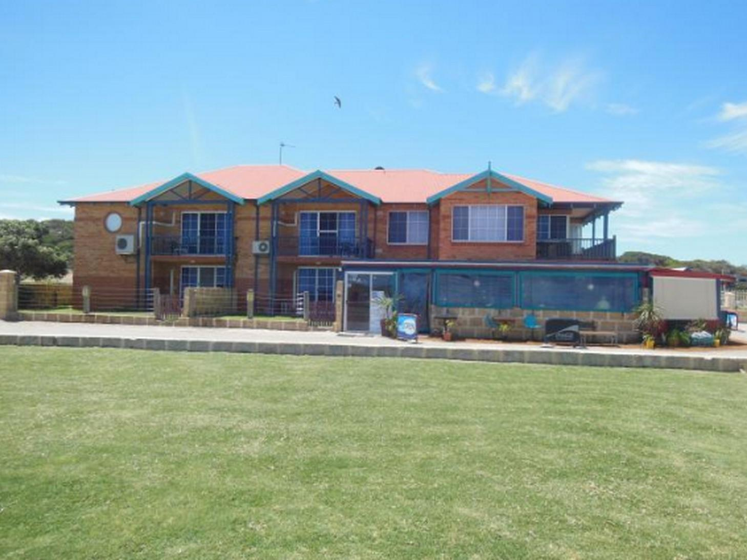 Seaspray Beach Holiday Park Apartments