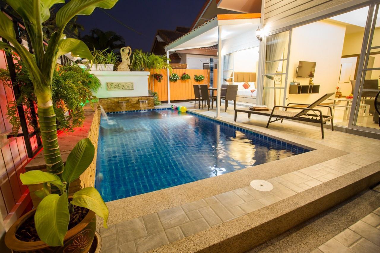 Grand Condo Montra Pool Villa300meter from beach แกรนด์คอนโดมนทราพูลวิลล่า