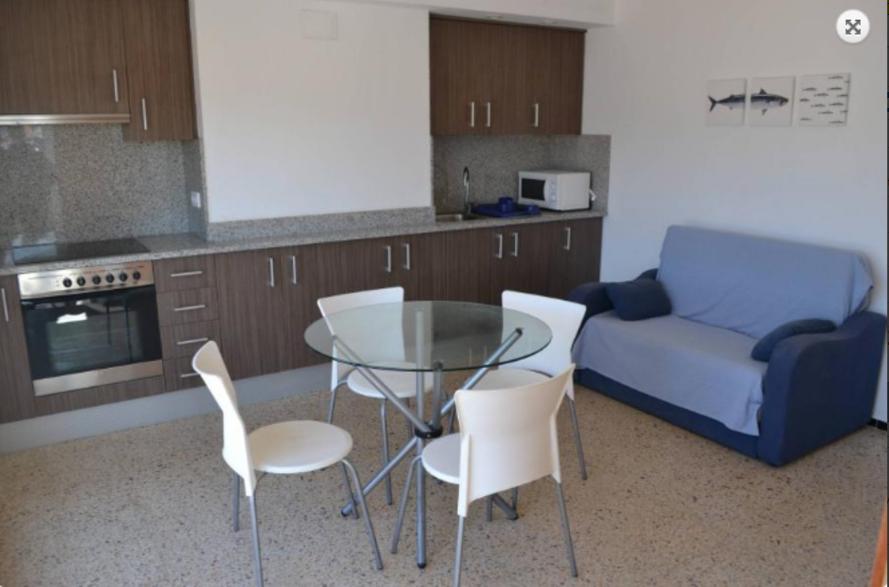 103553   Apartment In Llan��