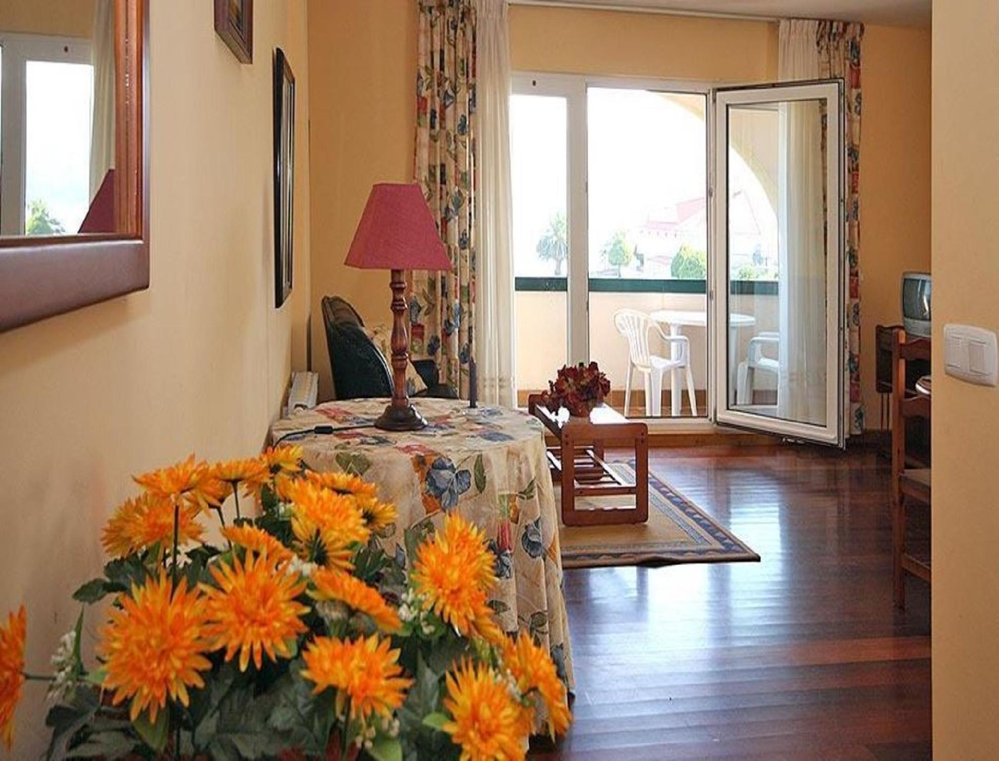 104449   Apartment In Corcubi�n