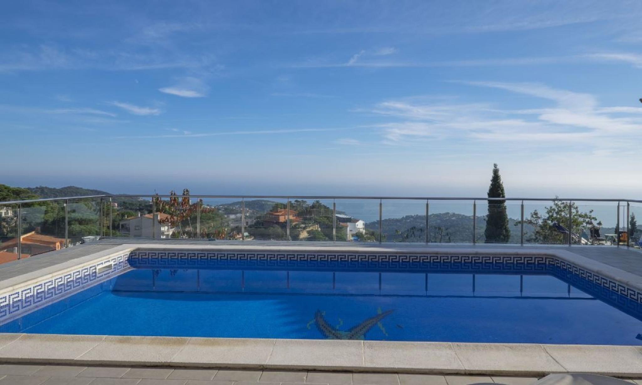 104817   Villa In Lloret De Mar
