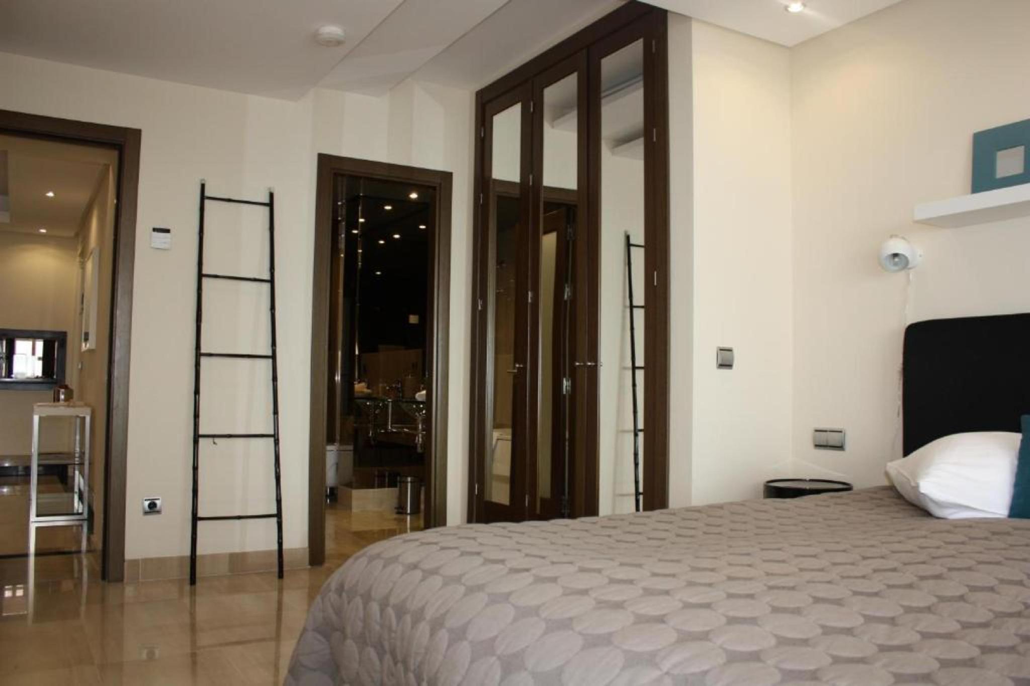 106999   Apartment In Estepona