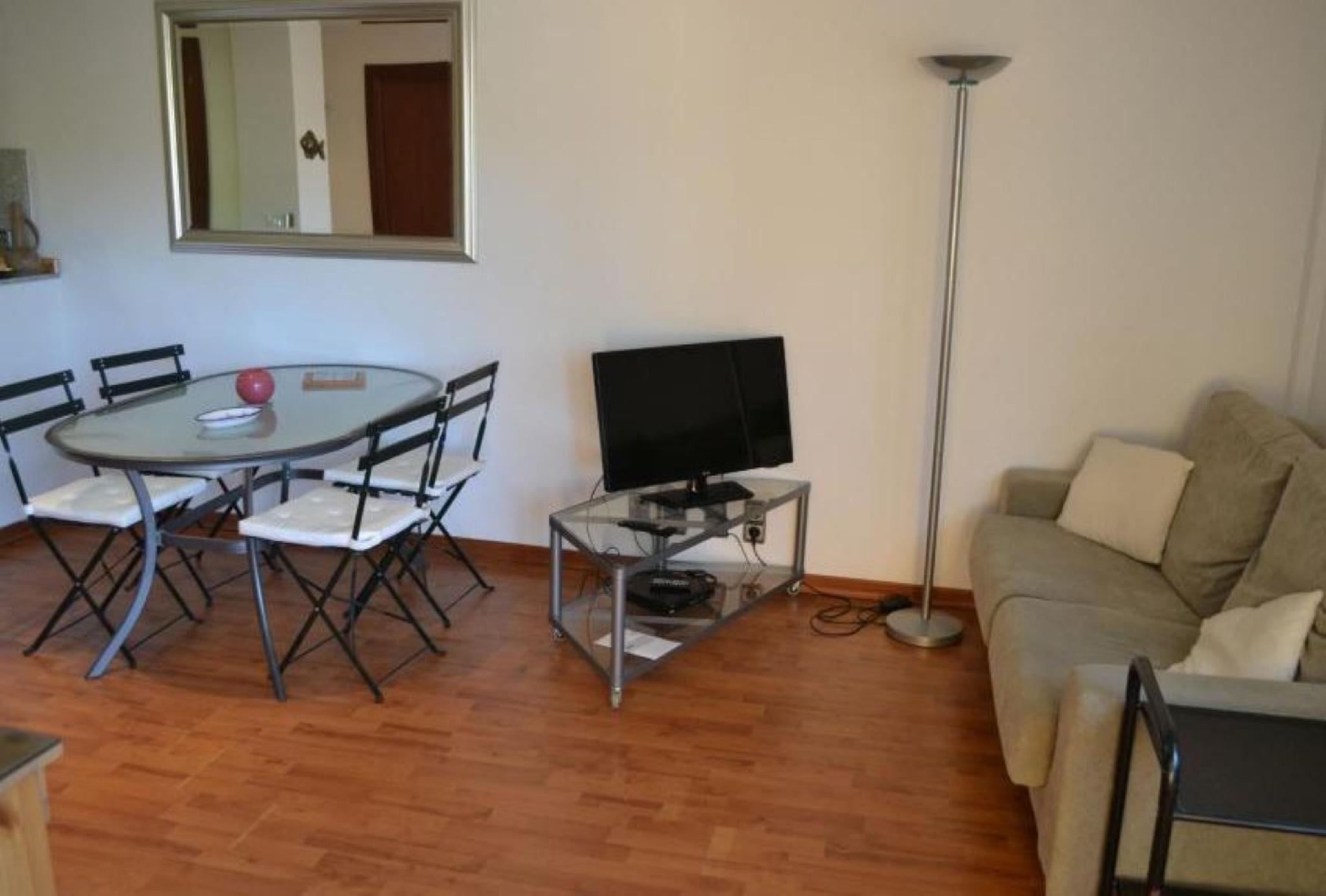 106263   Apartment In Llan�a