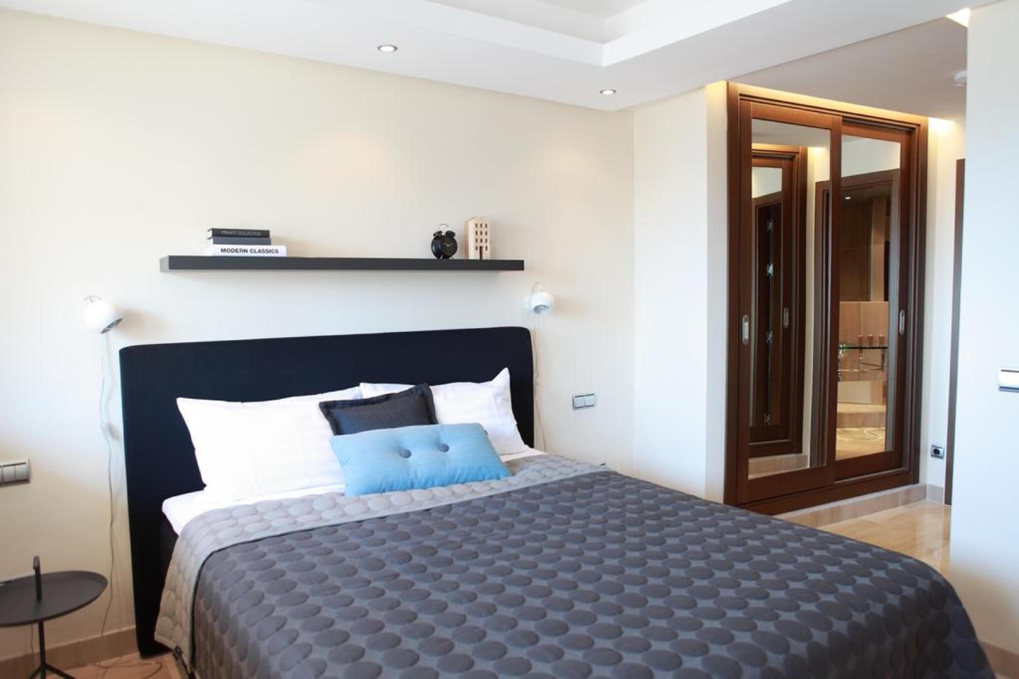 107057   Apartment In Estepona