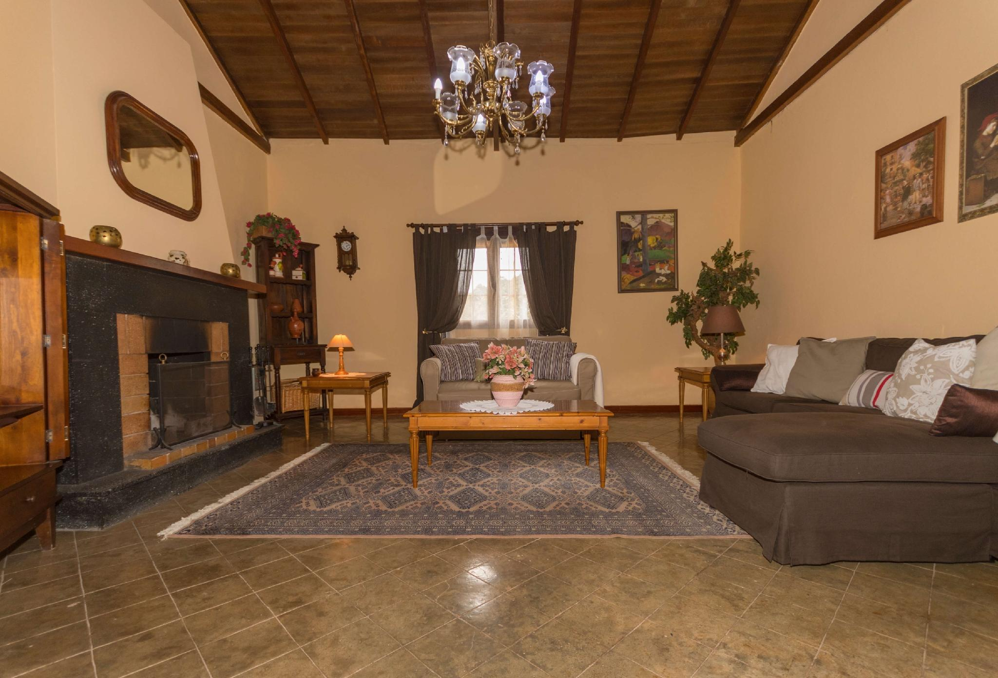 106800 - House in Valleseco
