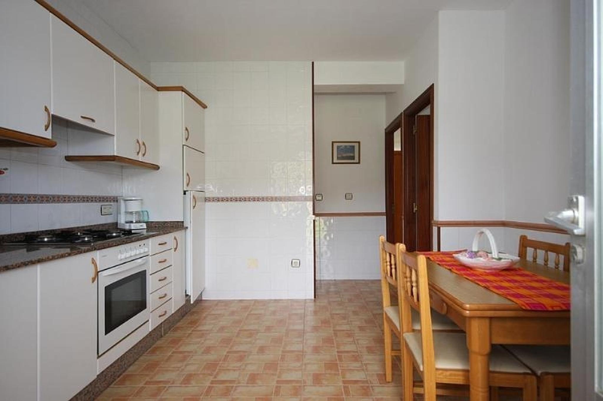 102054   Apartment In Muros