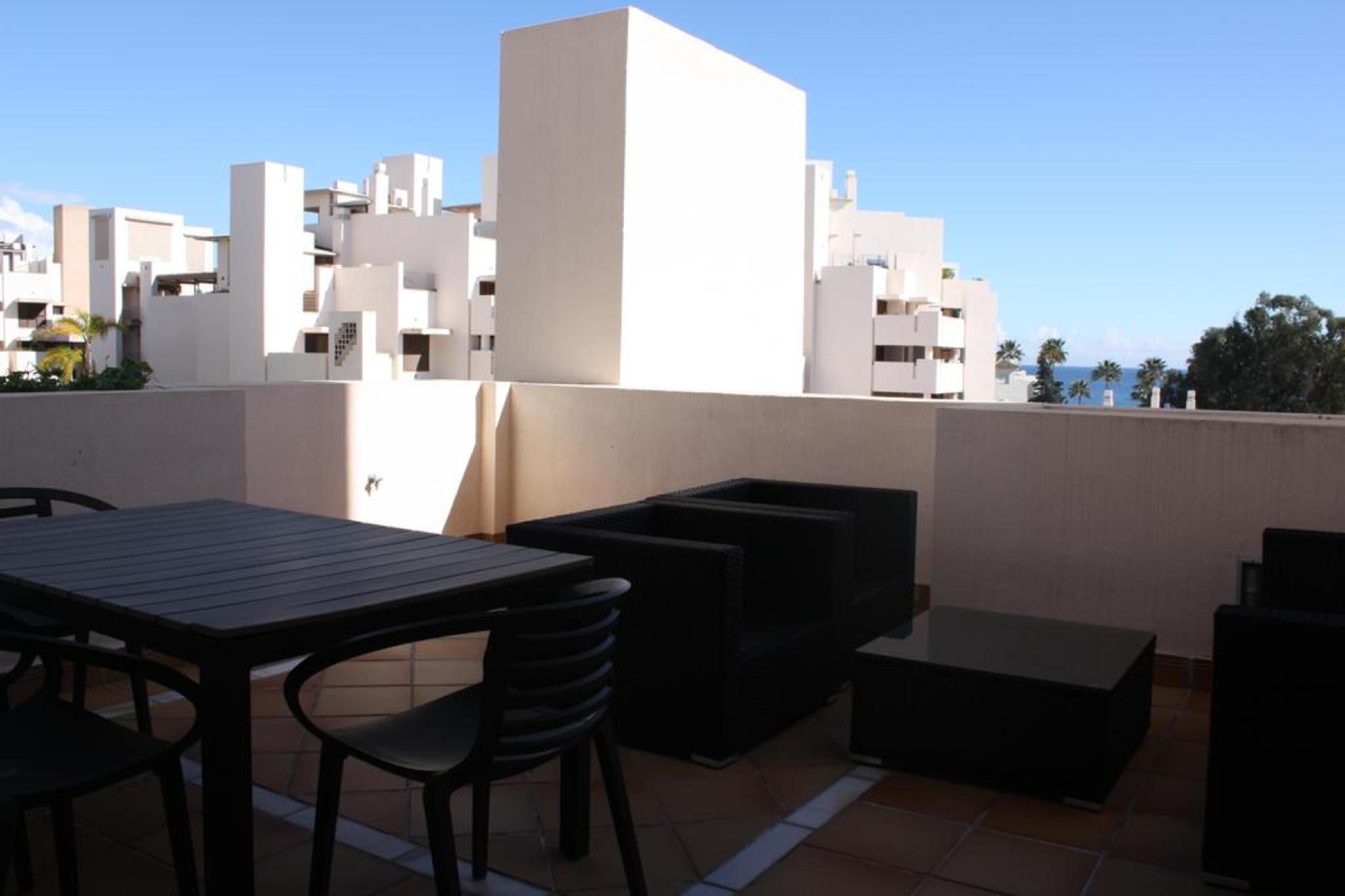 107040   Apartment In Estepona