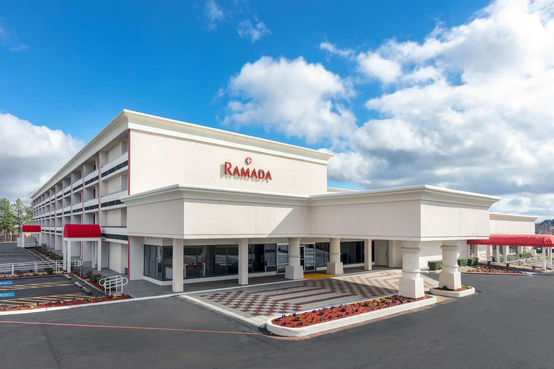 Ramada By Wyndham Texarkana