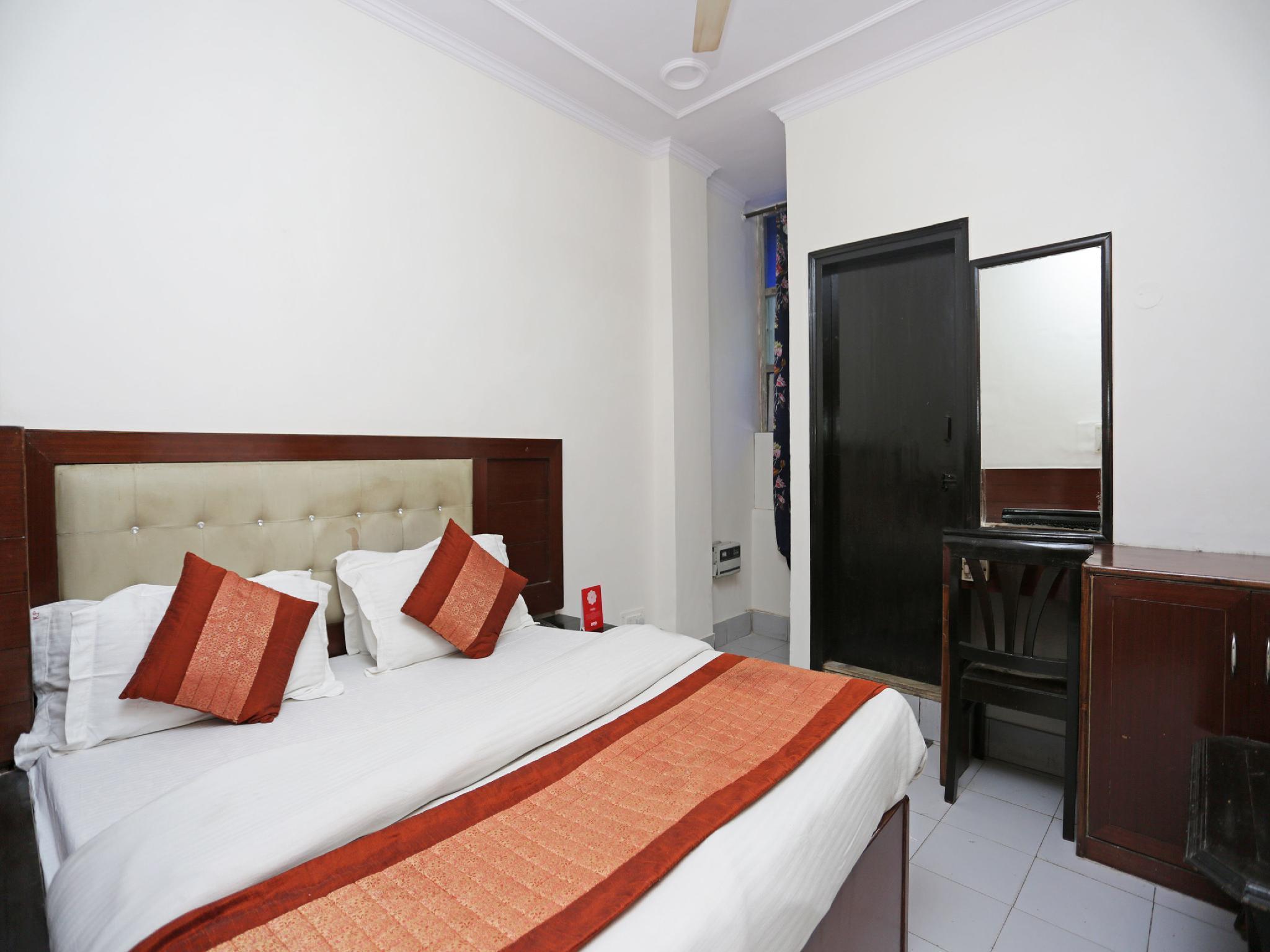 OYO 13277 Hotel Neelam Palace