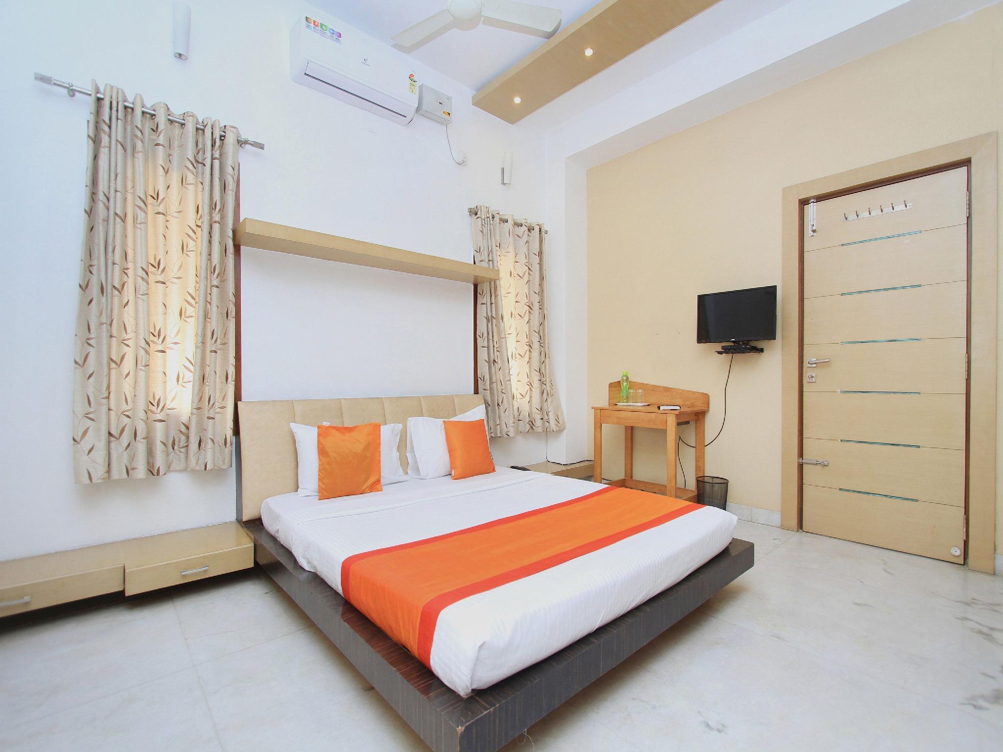 OYO 11590 Red Carpet Residence