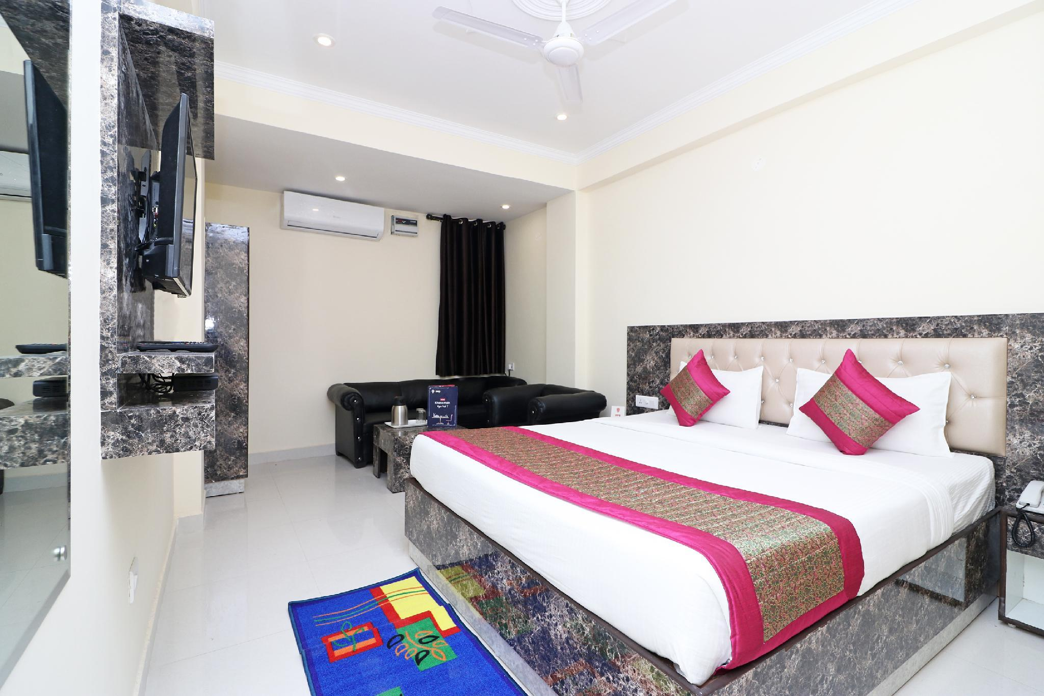 OYO 13658 Hotel Tanish Palace