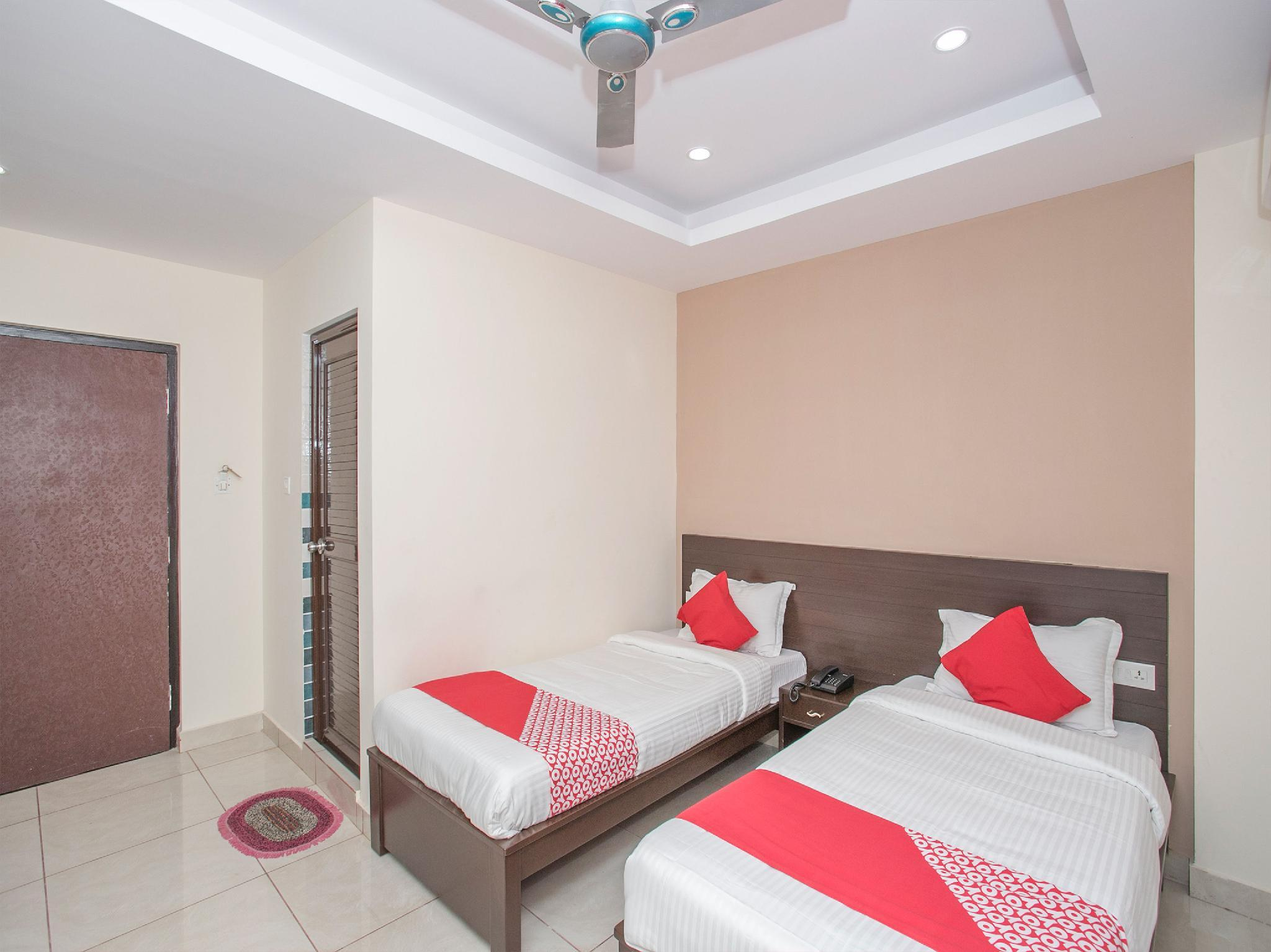OYO 13596 Akshaya Residency