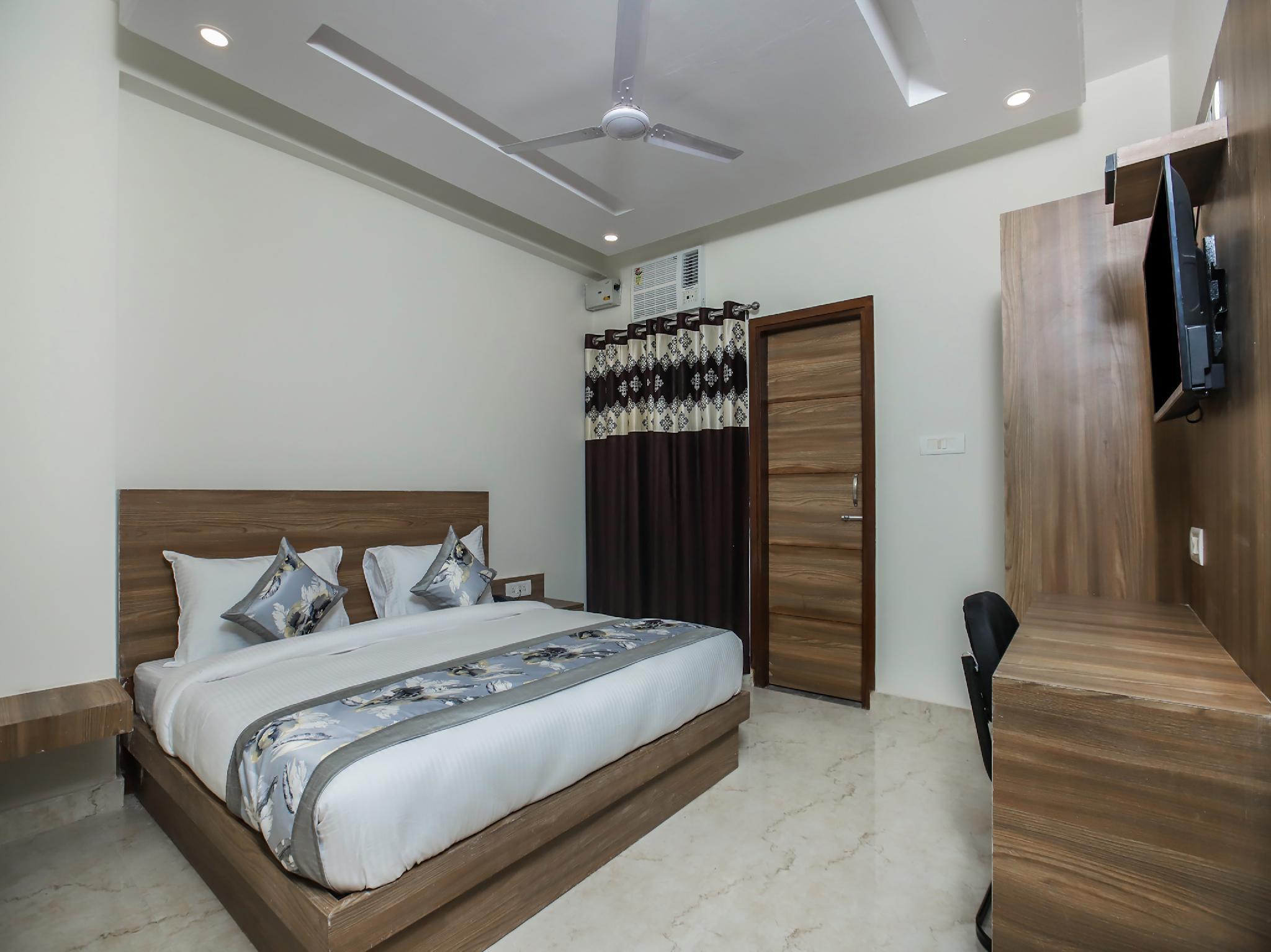 OYO 22235 Mint Residency