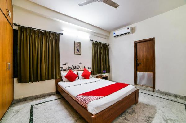 OYO 18454 Hallmark Inn Begumpet Hyderabad