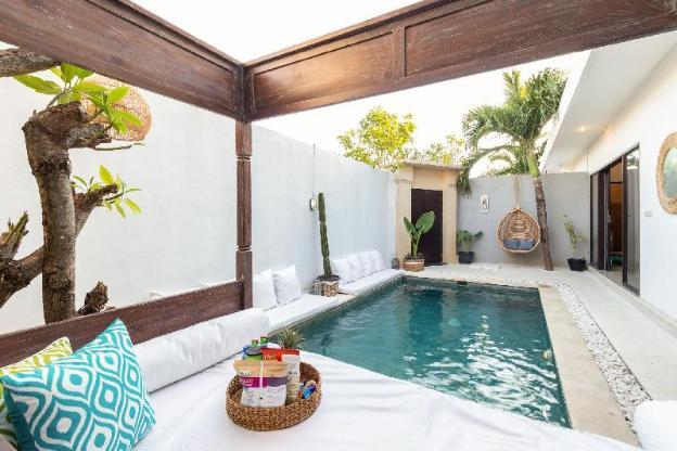 Villa Lan-Seminyak 3bdr with pool(free pick up)