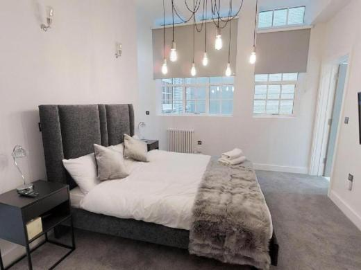 The Grand Apartment by Sassie Homes, City Centre