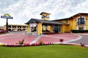 Airport Inn & Suites