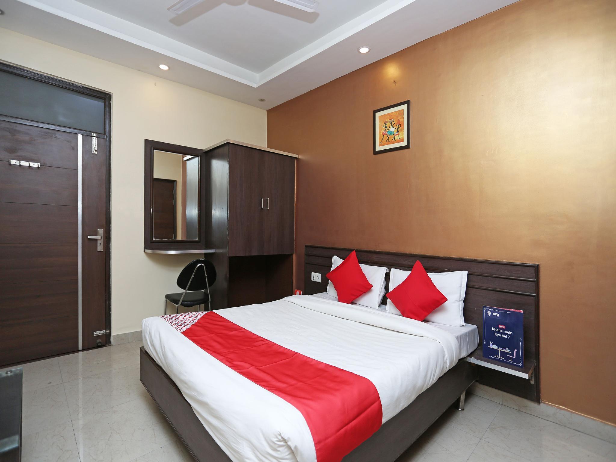 OYO 10588 Hotel Golden Square