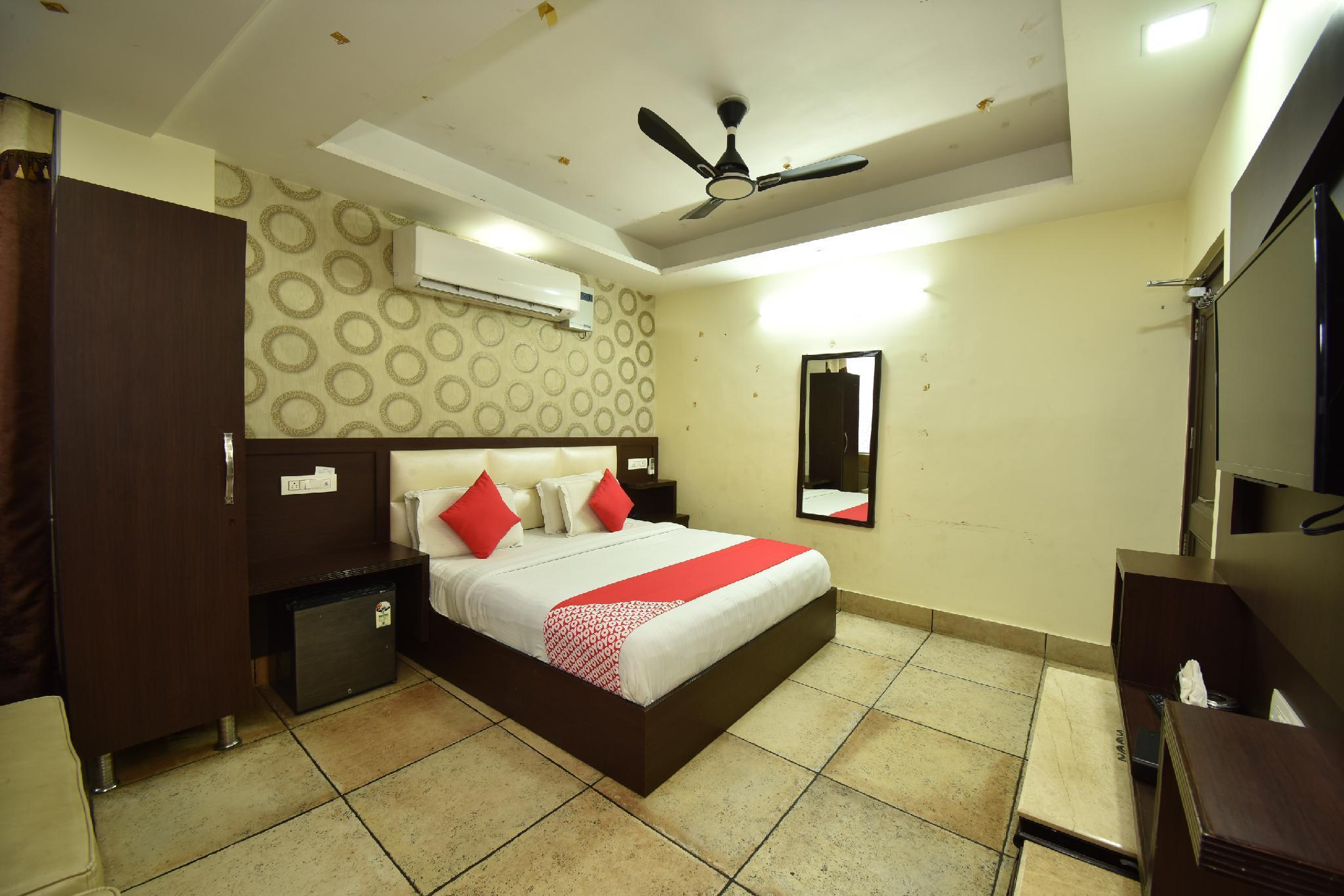 OYO 8950 Hotel Jhankar