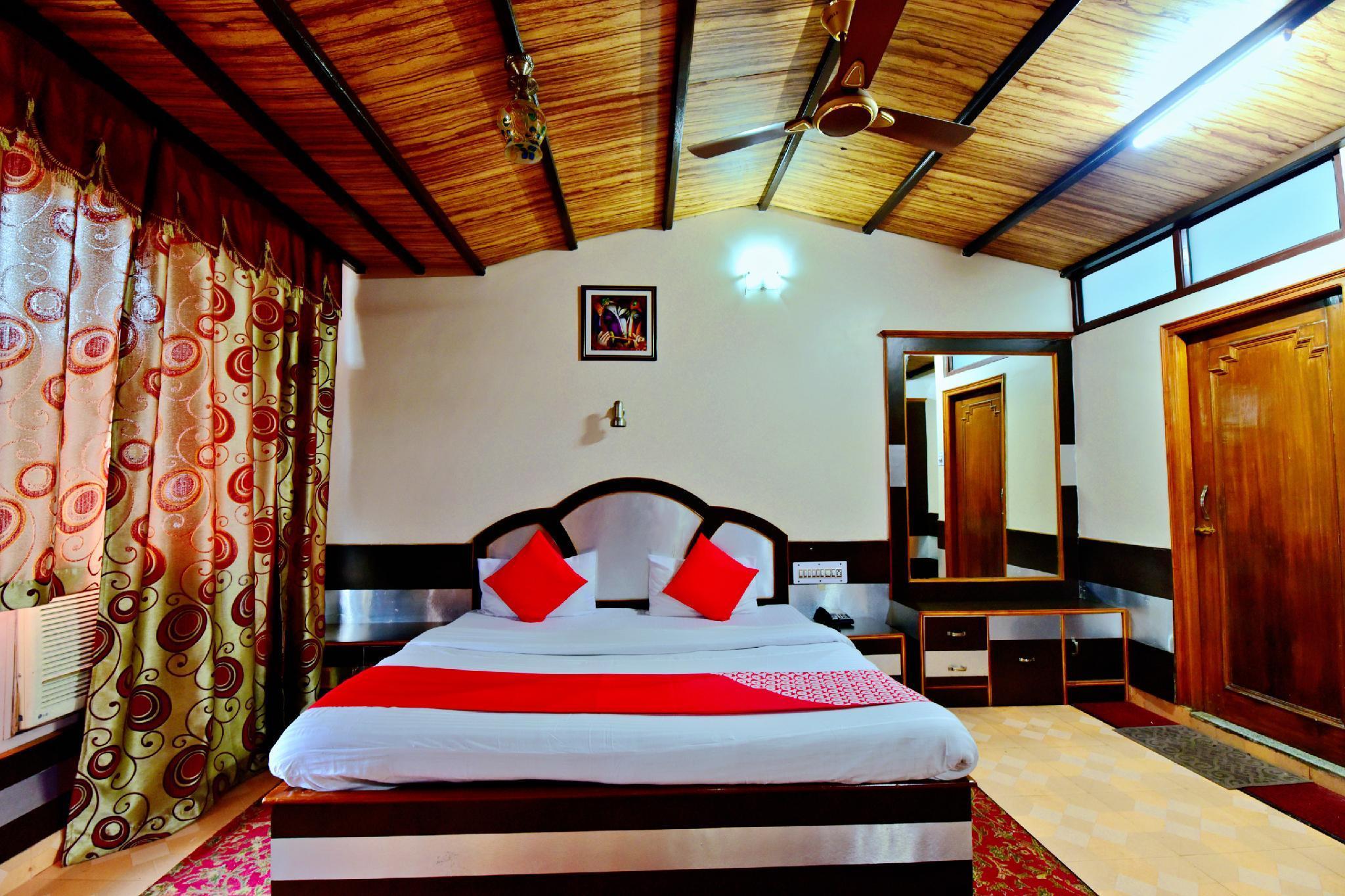 OYO 26909 Hotel Paras