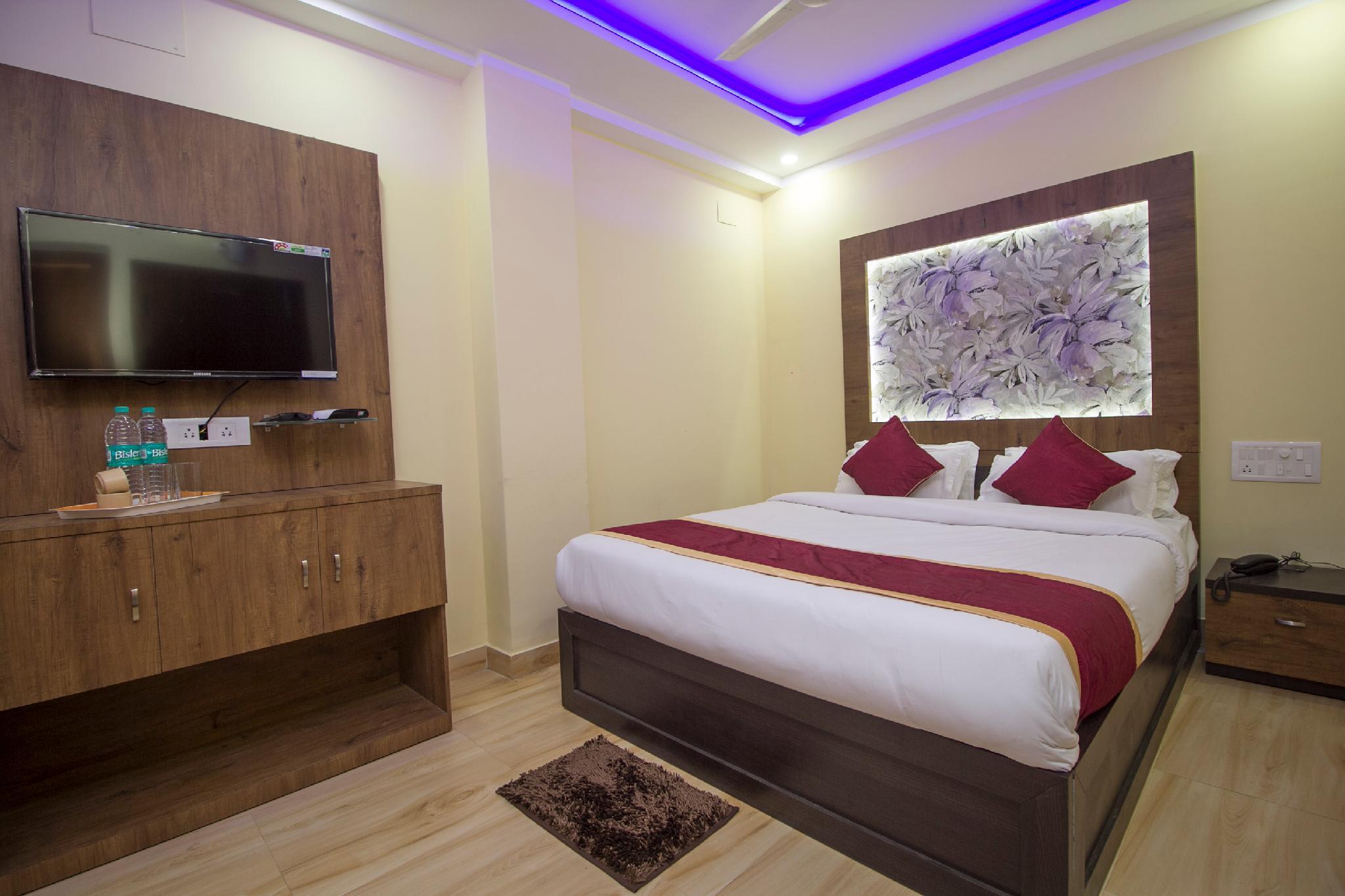 OYO 25007 Hotel Royal Garden