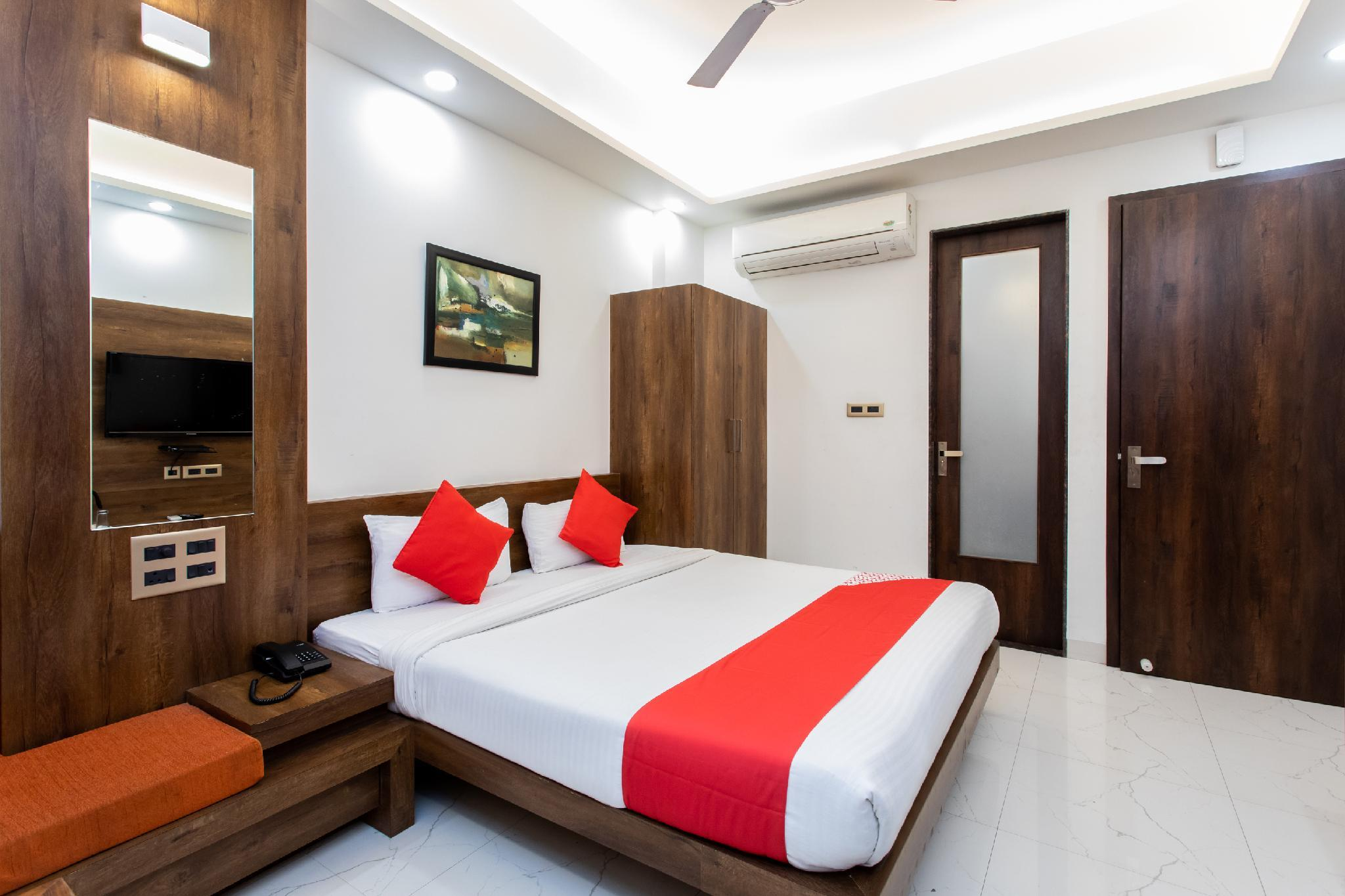 Capital O 27658 Hotel New Mohit Regency