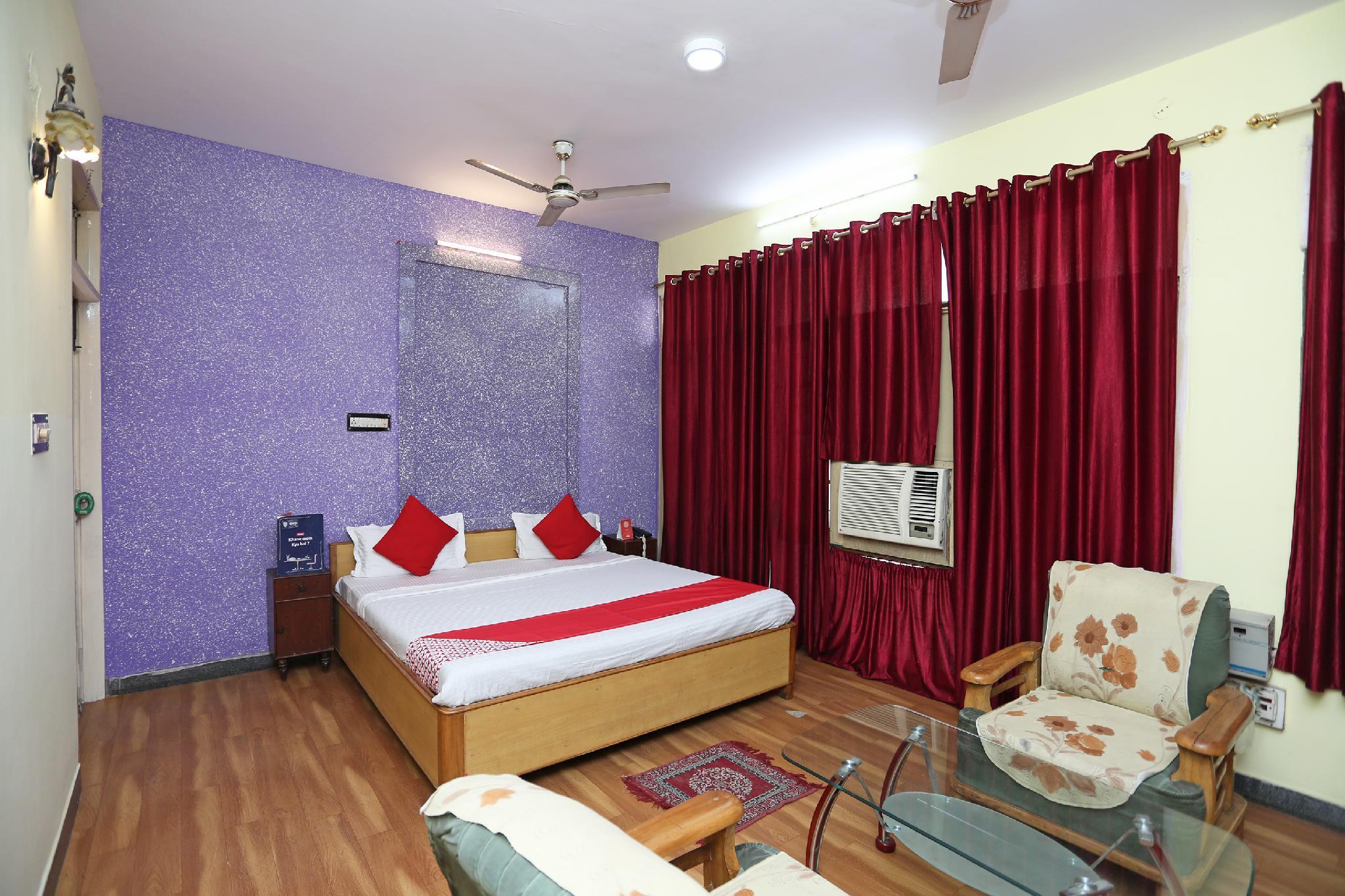 OYO 10674 Hotel Royal Inn
