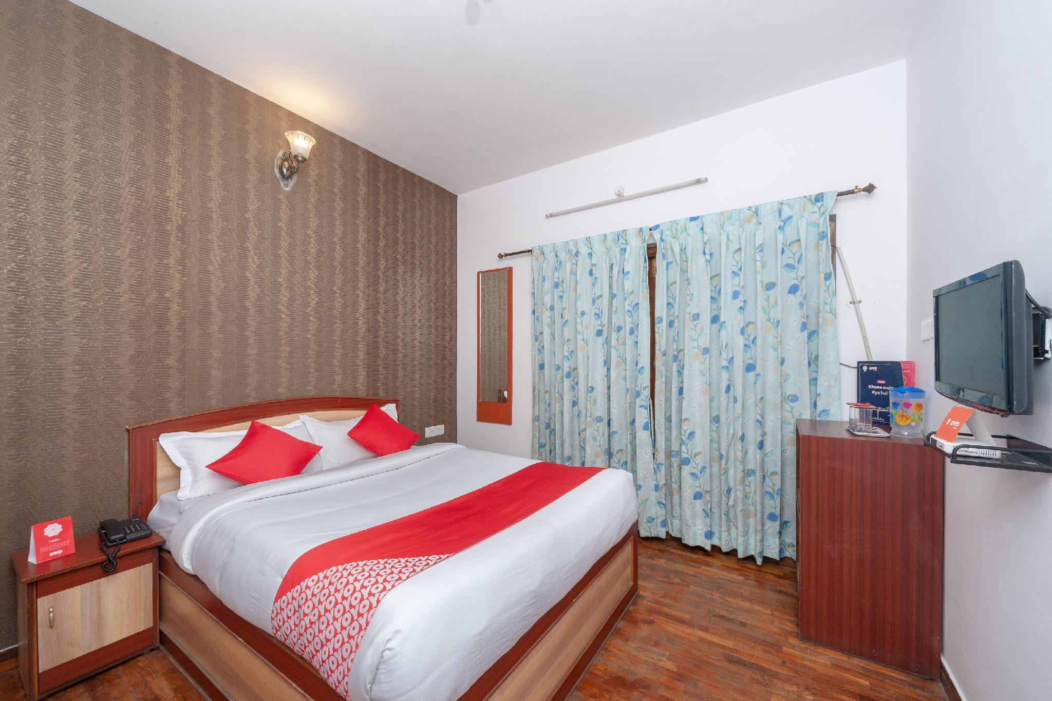 OYO 16645 Hotel Grand Palace