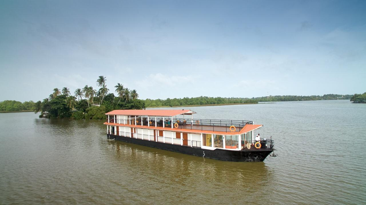 Flow By The Amber Collection   Houseboat