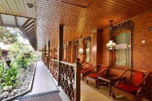 푸리 아르타 호텔 족자카르타  (Puri Artha Hotel Yogyakarta)