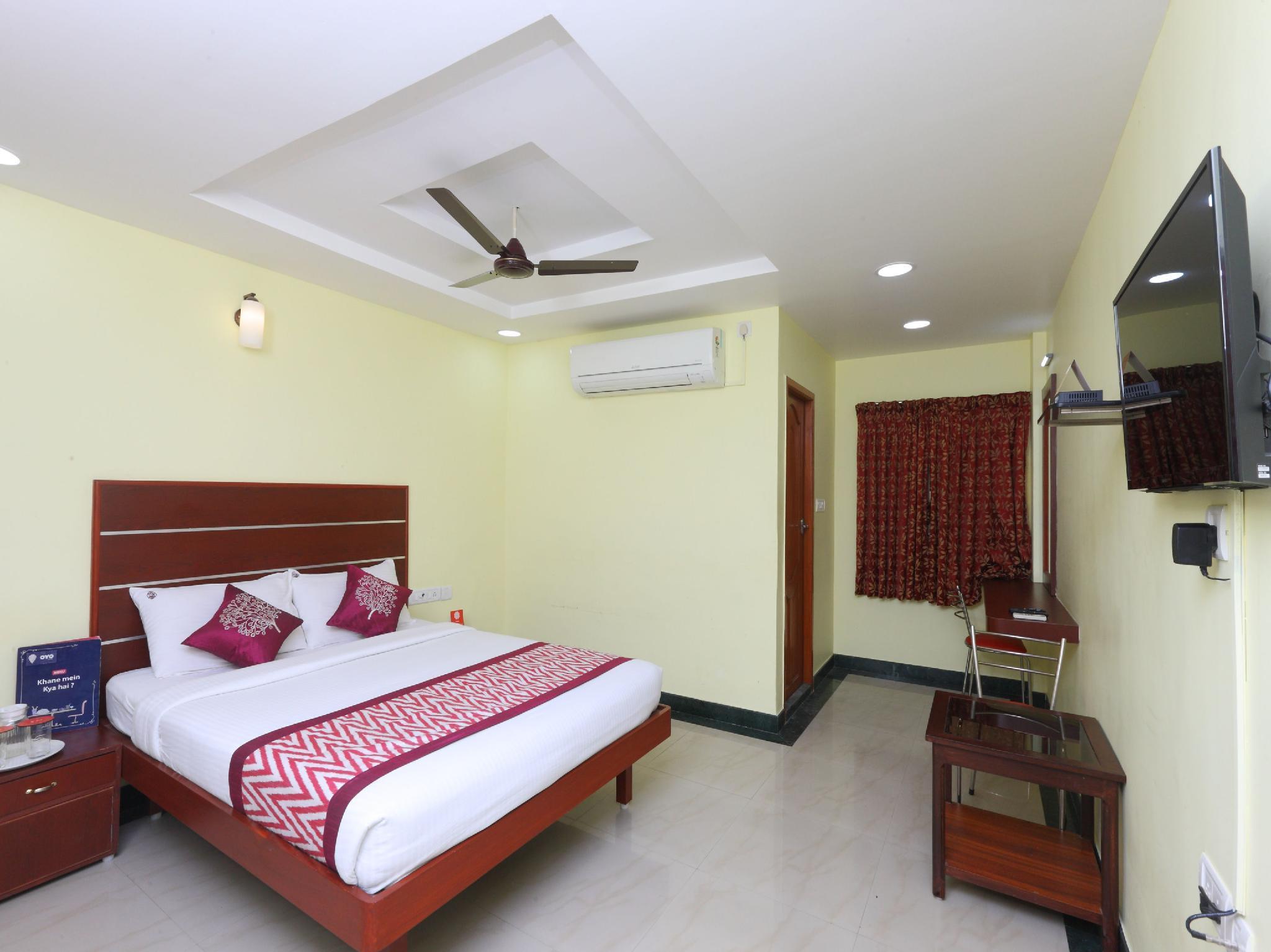 OYO 15558 Sri Sai Nivas Inn