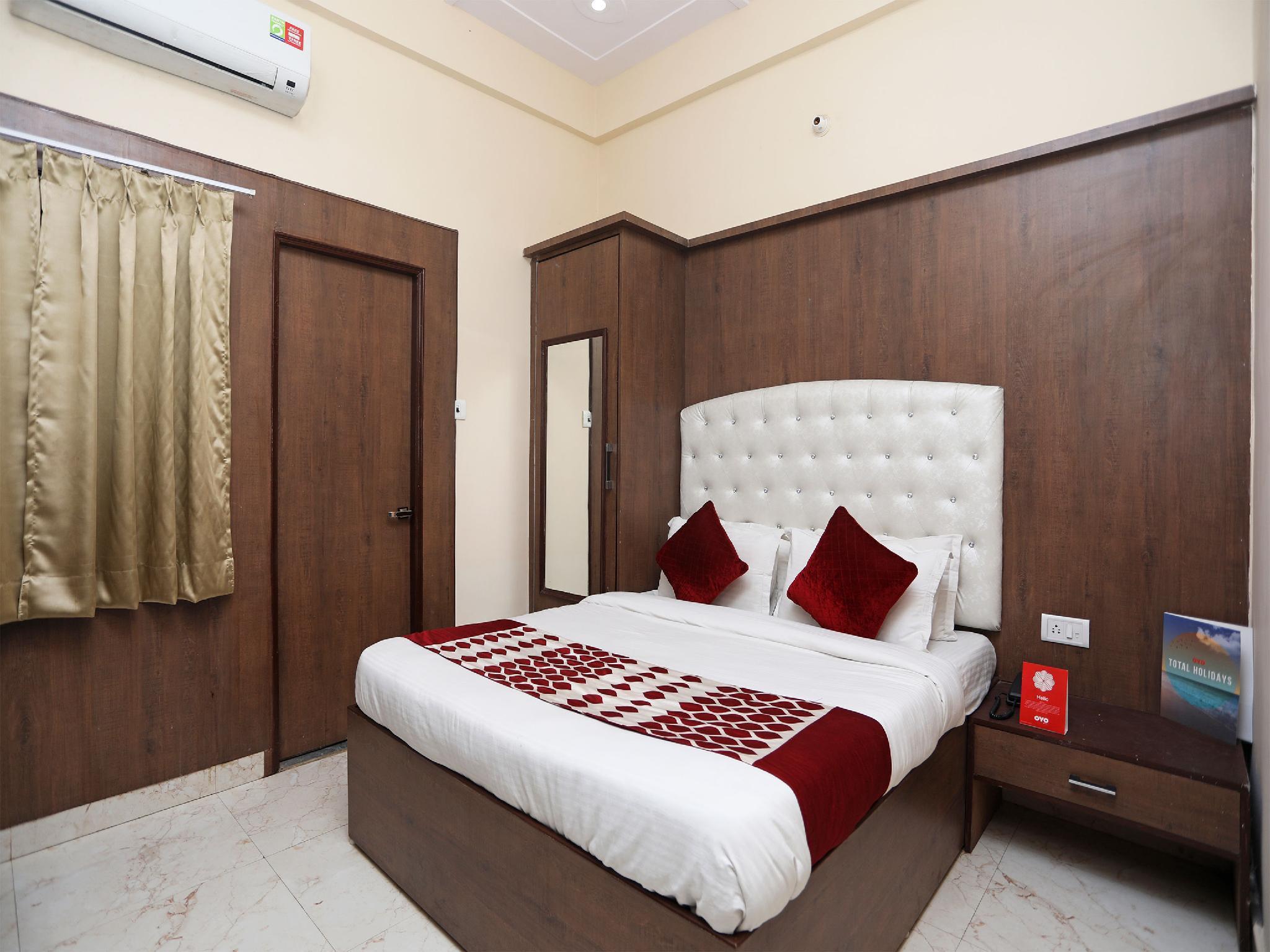 OYO 14949 Hotel Shashi Residency