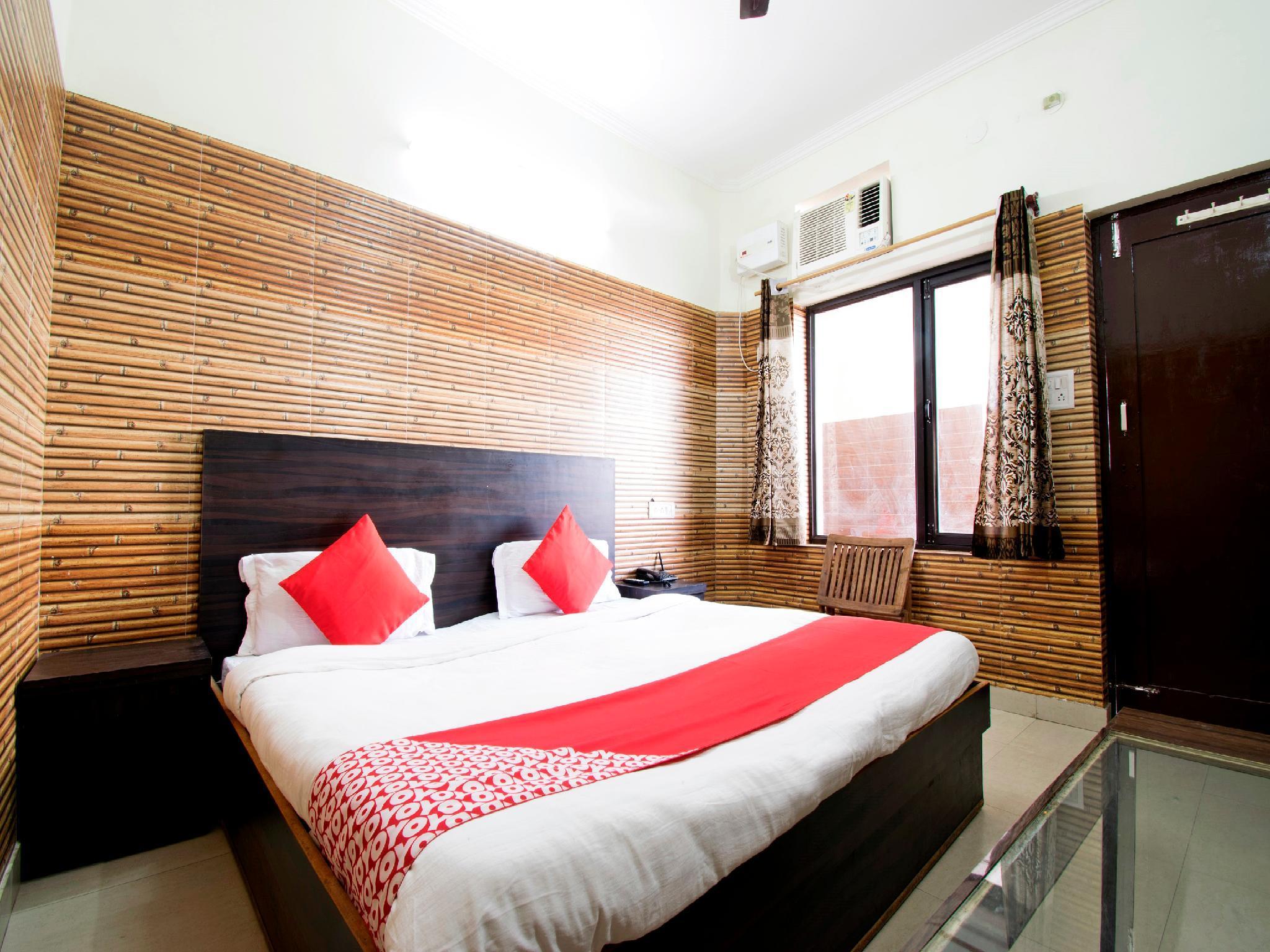 OYO 22932 Hotel Shiv Shanker