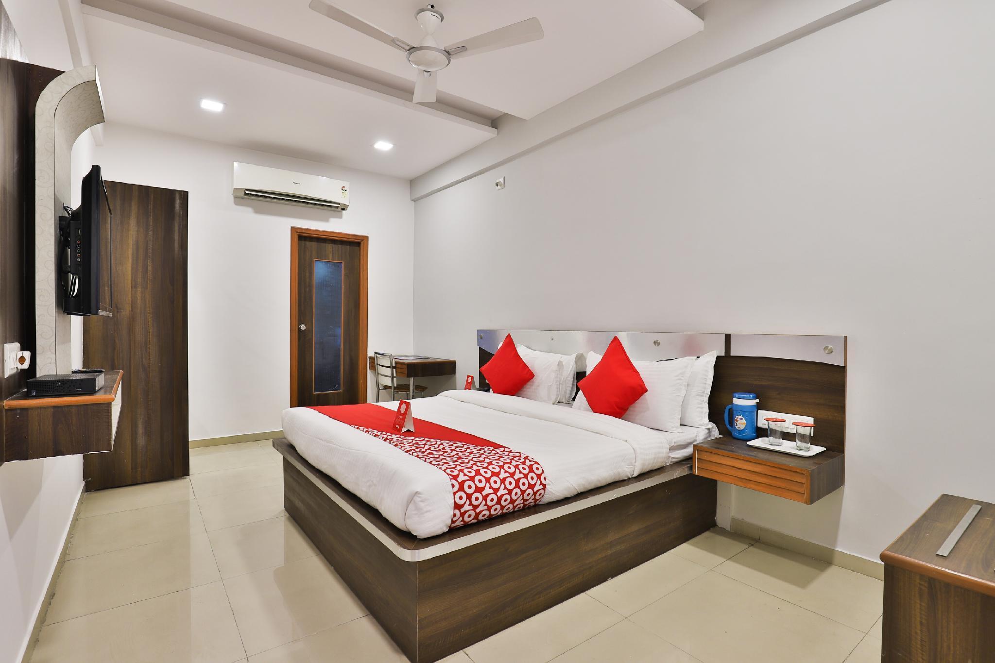 OYO 13776 Hotel Grand Sahara