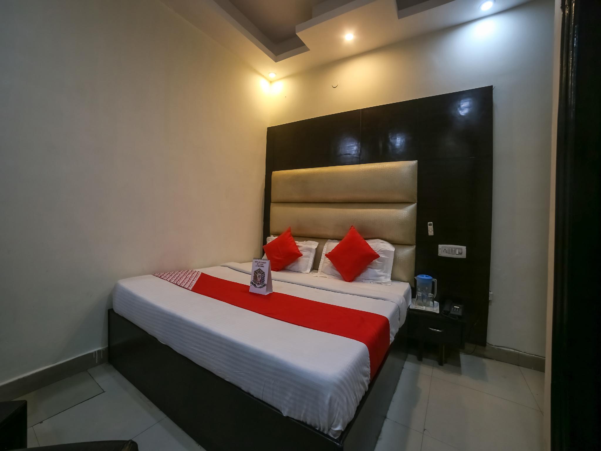 OYO 19875 Hotel West Delhi Inn