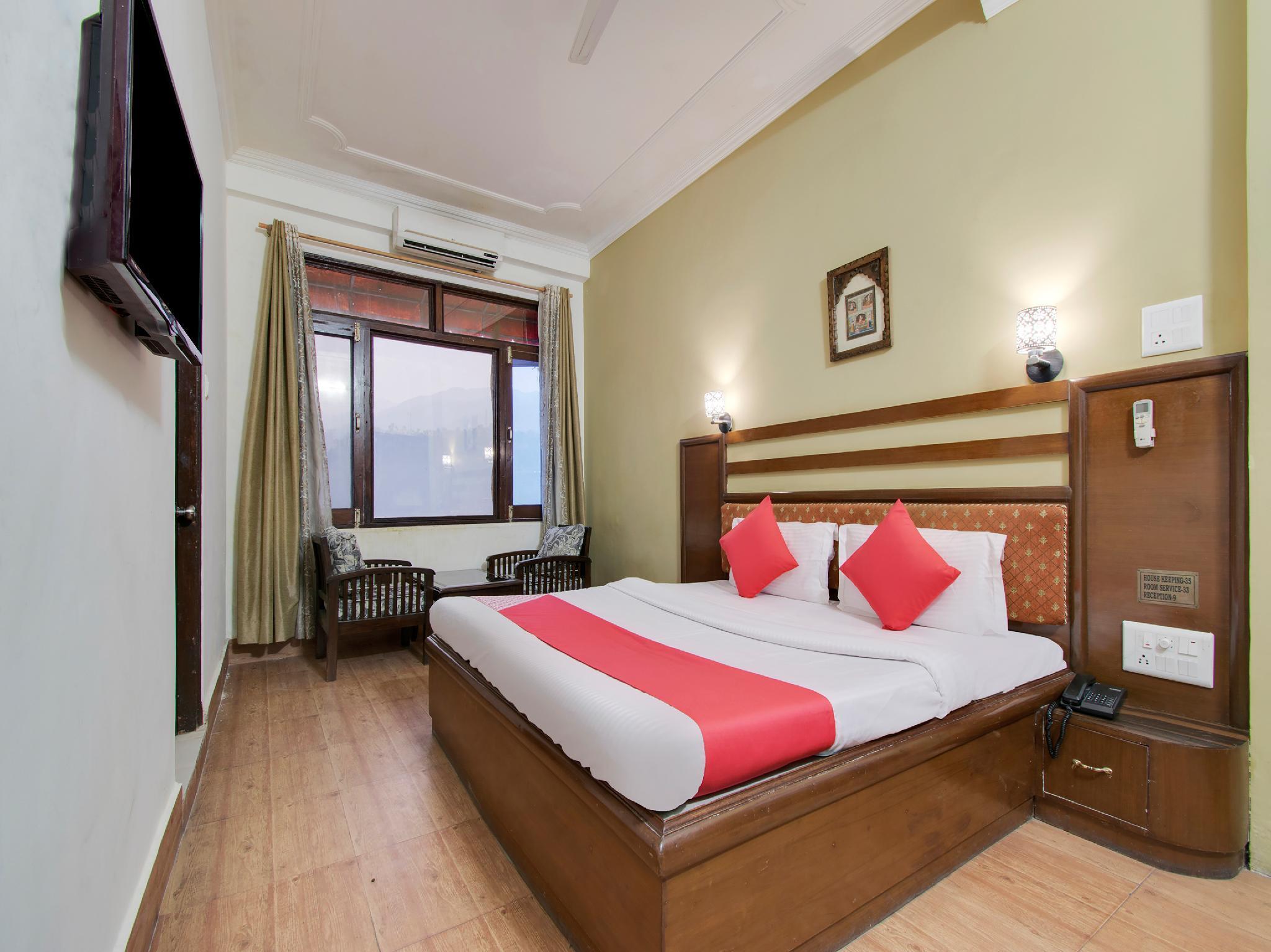OYO 26837 Hotel White House