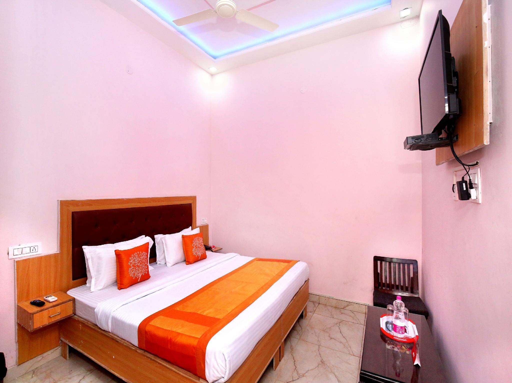 OYO 11497 Hotel Sharnam