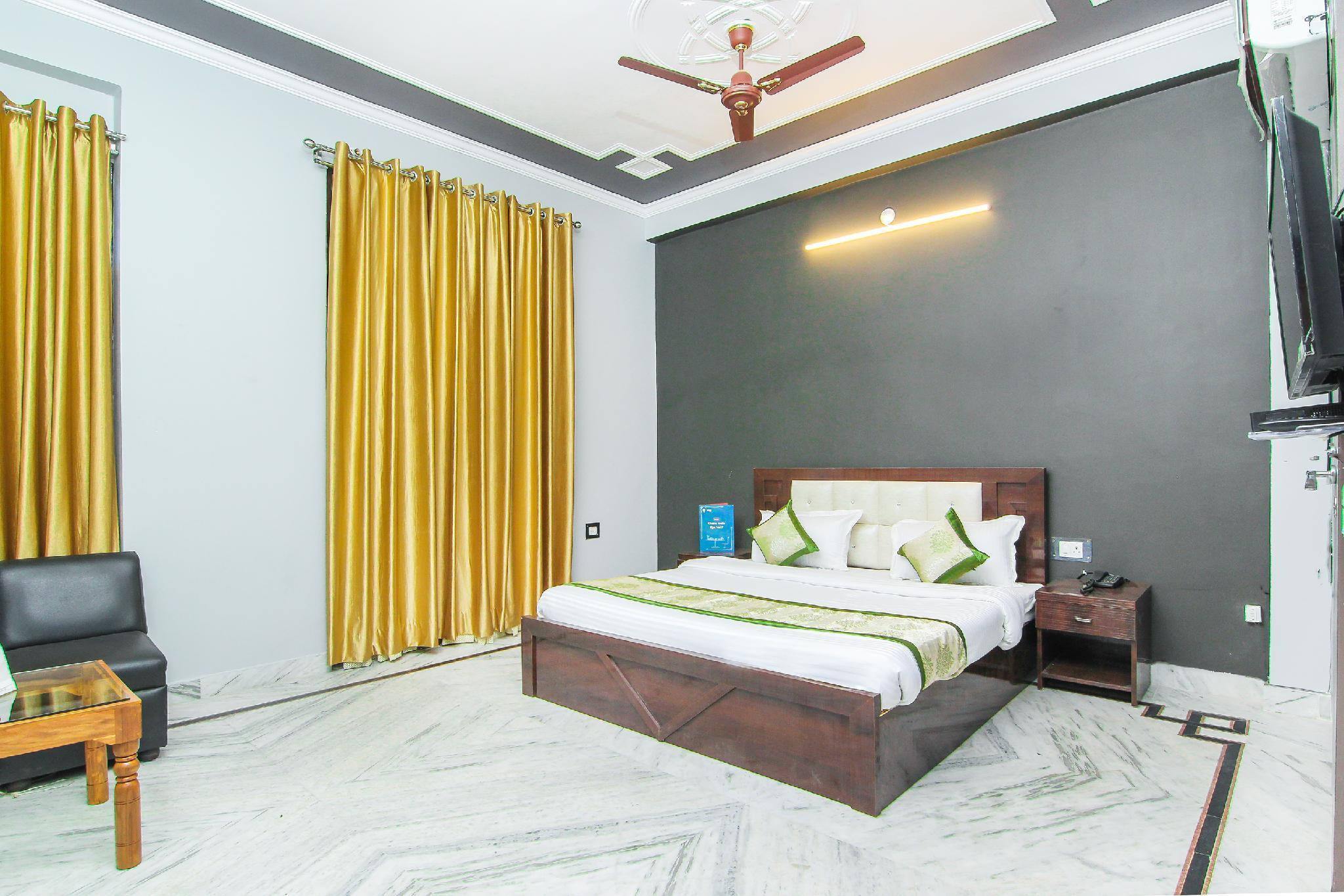 OYO 13478 Hotel Surabhi Garden