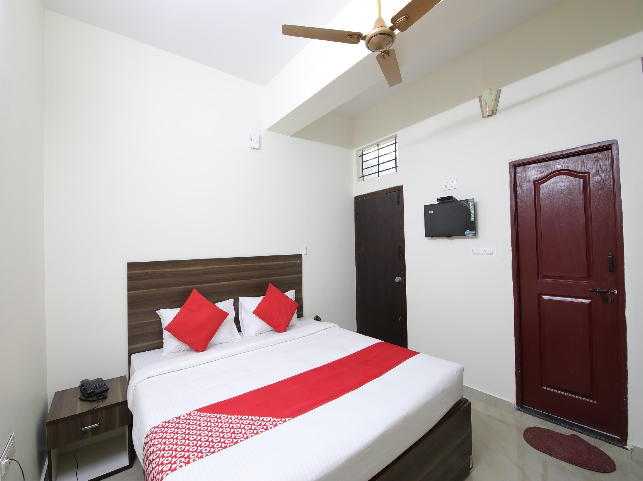 OYO 26630 Mathura Inn