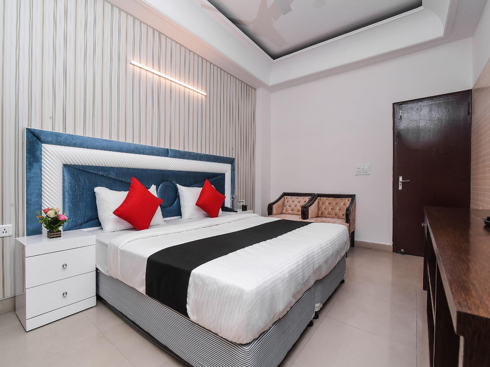 Capital O 16676 Noida City Center