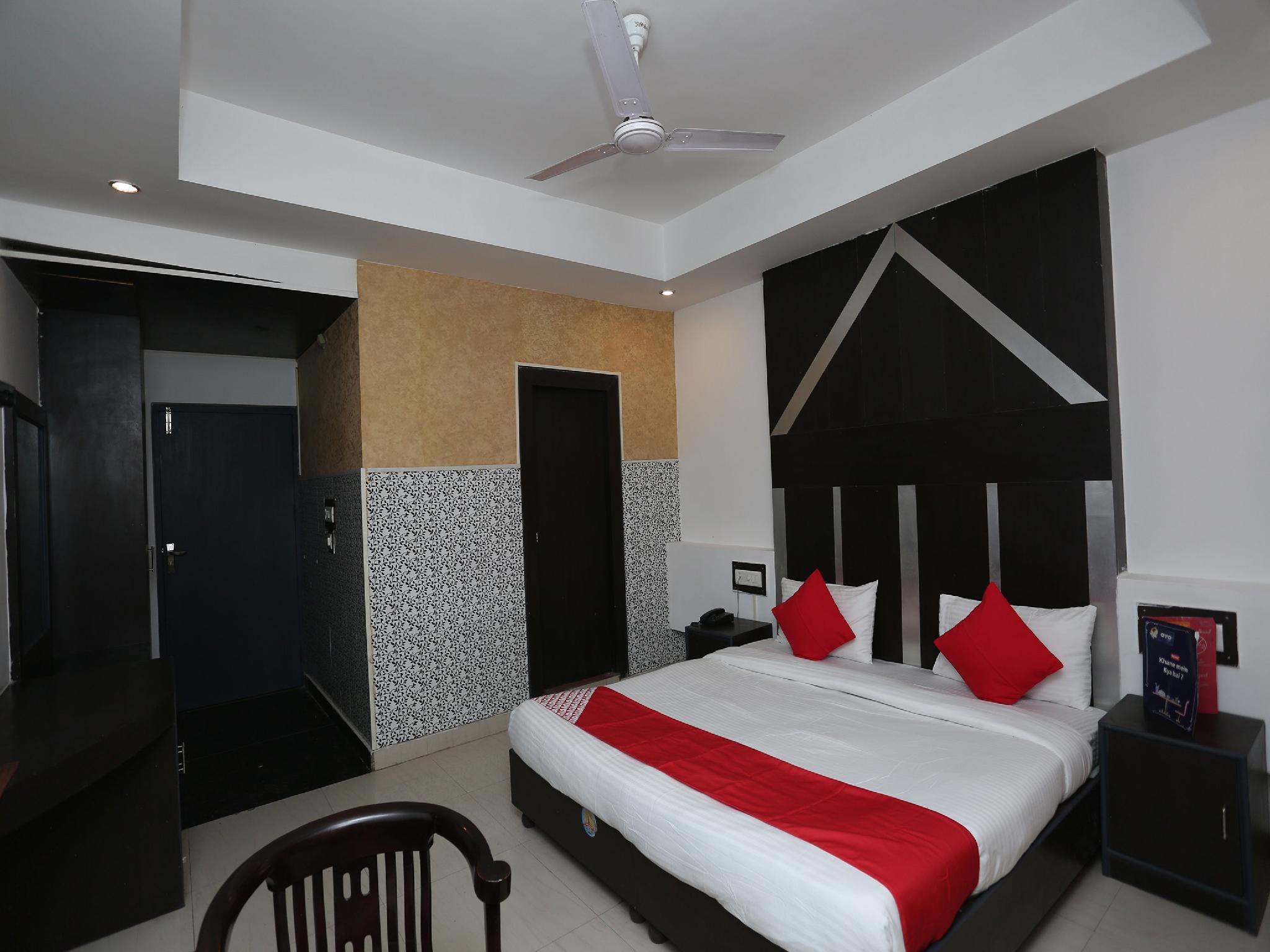 OYO 5844 Hotel Drive Inn
