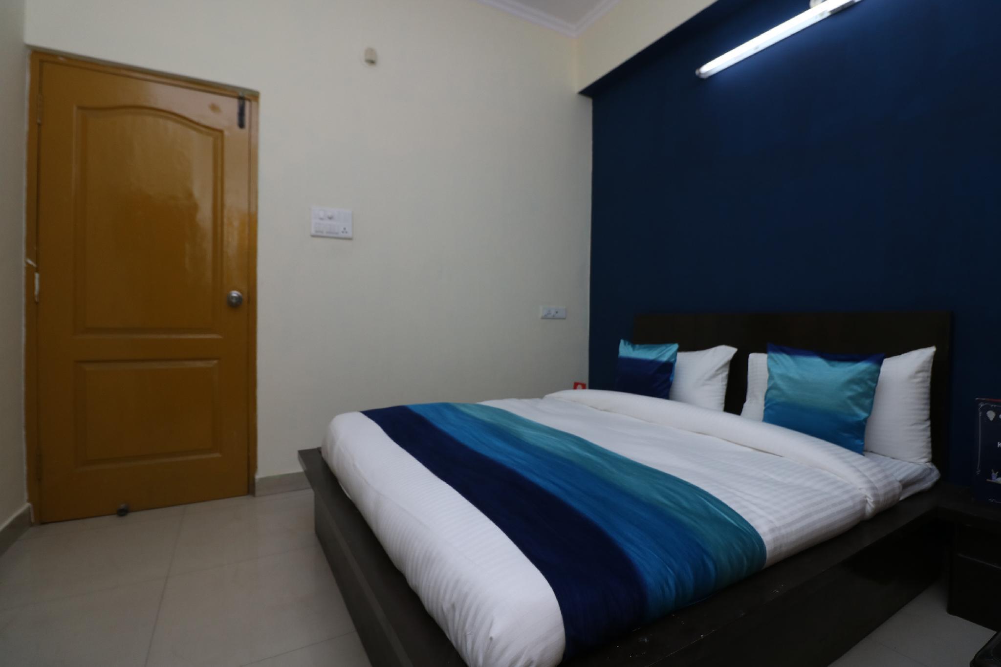 OYO 9847 Hotel Blue Empire