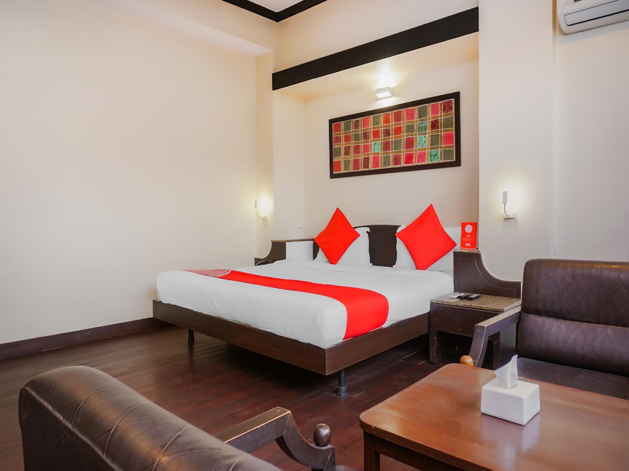 OYO 2161 Hotel Ashray