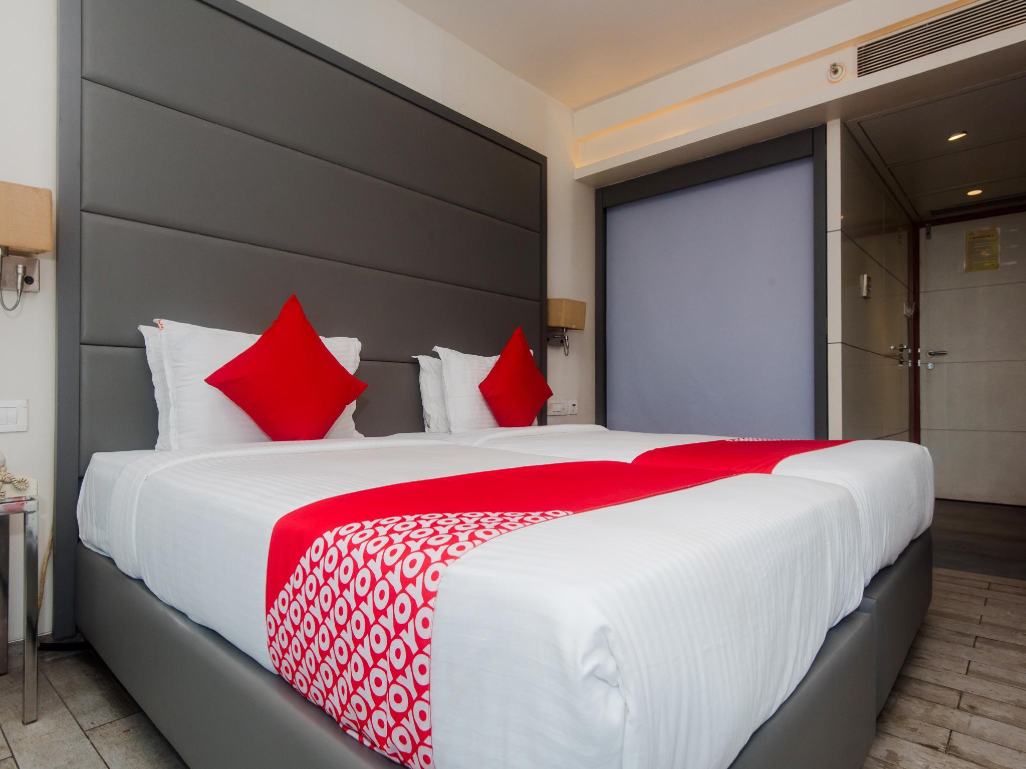 OYO 13905 Hotel Grand Mookambika