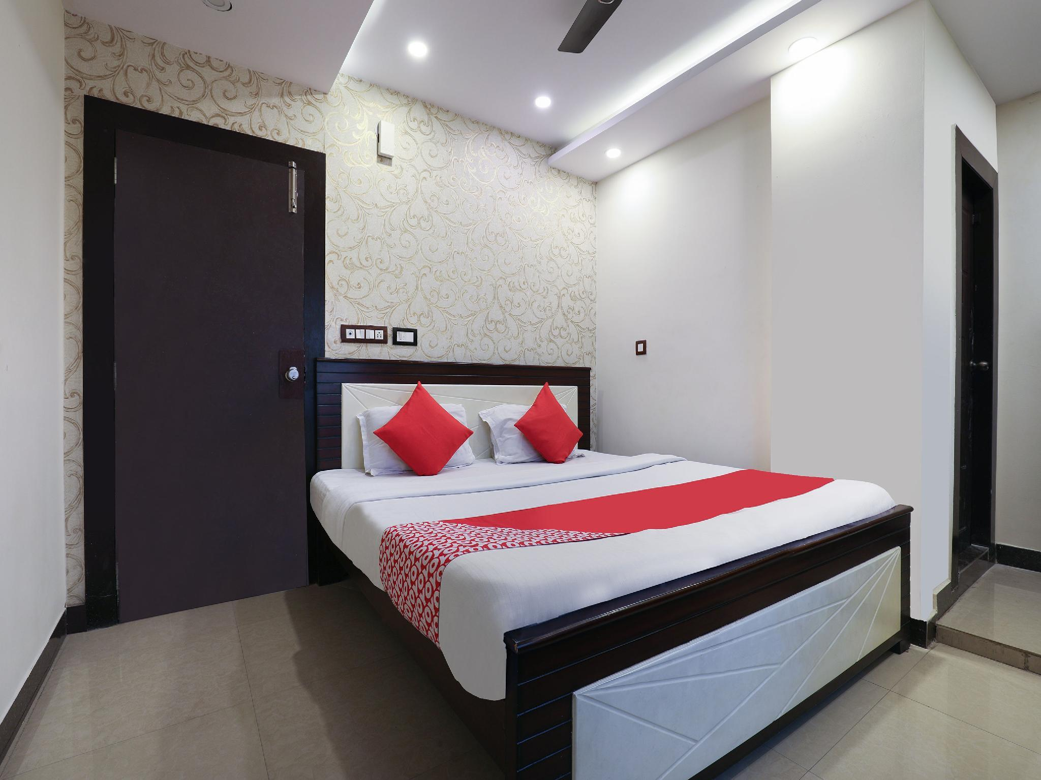 OYO 16539 Grand Sandarshini Inn